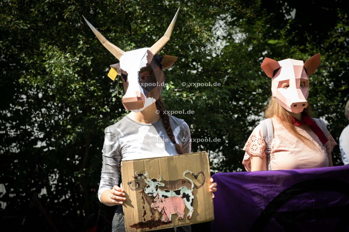 Germany, Rheda-Wiedenbrueck: Demonstration against the resumption of the Toennies slaughterhouse after decommissioning due to corona infections. July 17, 2020 © Daniel Müller / Agentur Focus
