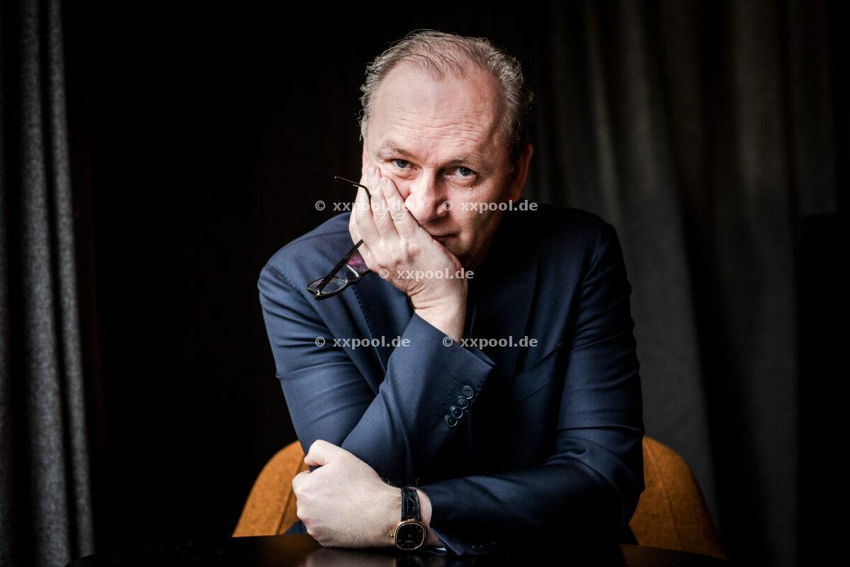 The writer and lawyer Ferdinand von Schirach, photographed on March 26th, 2021 in the Stue Hotel in Berlin. Photo: Steffen Roth / Agentur Focus