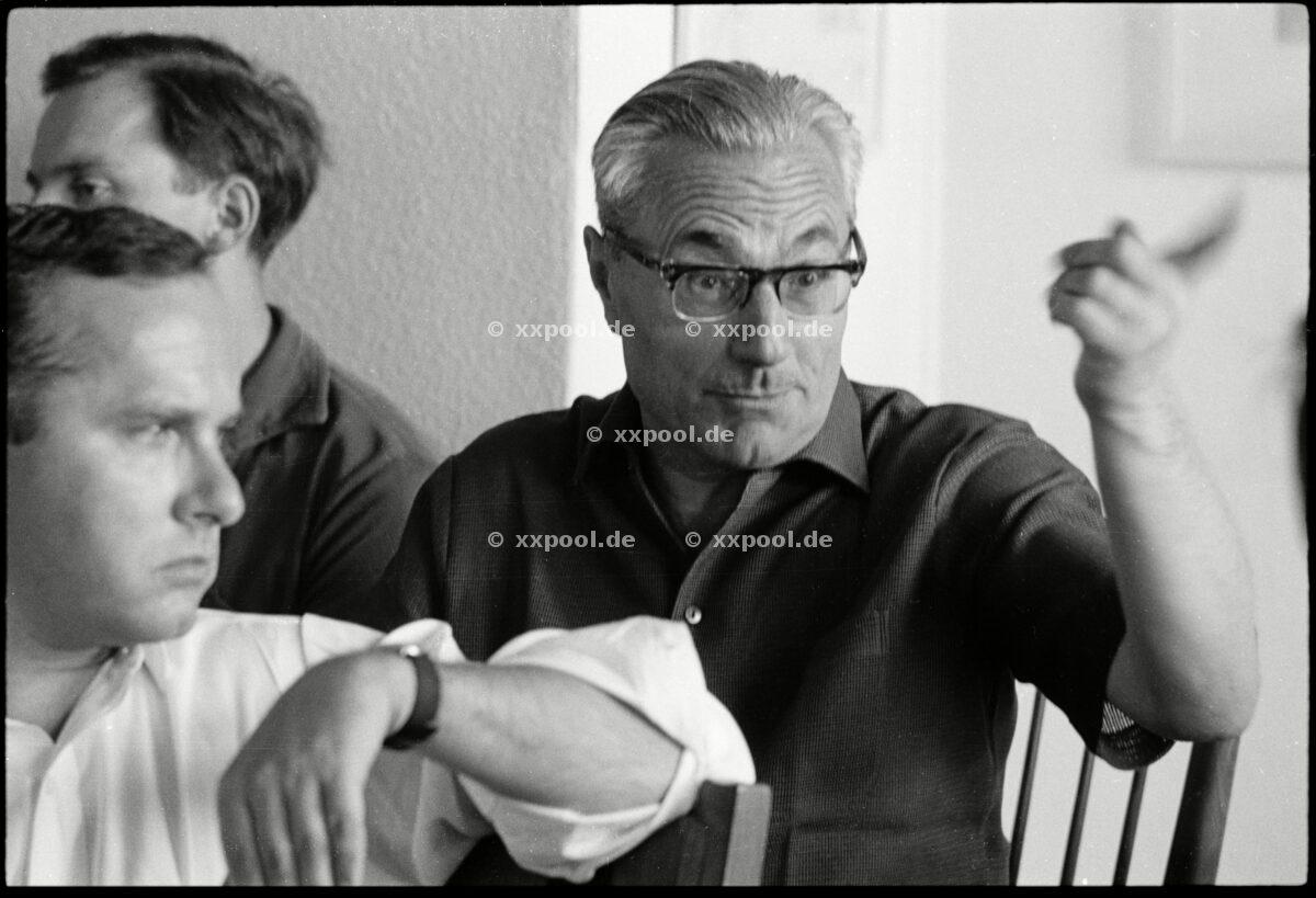 ~ de: The publisher Gerd Bucerius ~ en: German publisher Gerd Buceriu