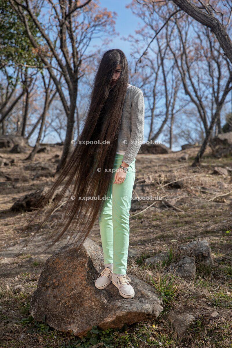 Hair,  Abril feels that her hair makes her special  (c) Irina Werning / Agentur Focus