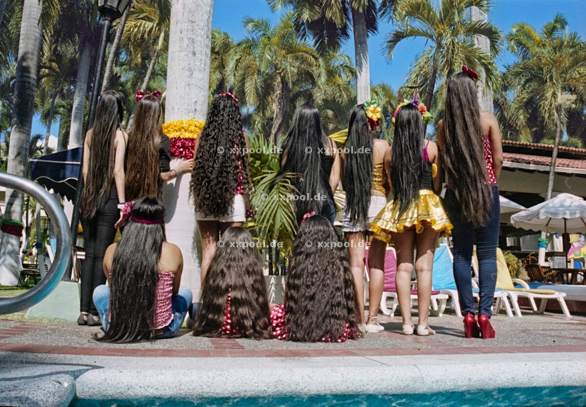 Hair, Group of friends at a pool in carnival in Barranquilla, Colombia. In most Latin American countries the population is mixed and is influenced by indigenous communities.   (c) Irina Werning / Agentur Focus